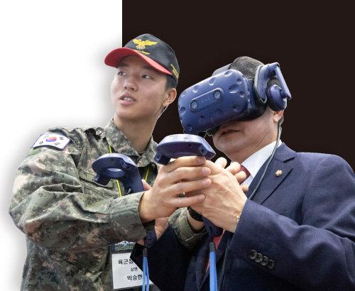 백승주 자유한국당 의원이 박람회 육군 드론홍보관에서 VR체험을 하고 있다.