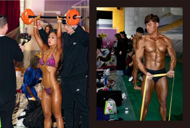 무대에 오르기 전 마지막까지 근육 만들기에 열중하고 있다.