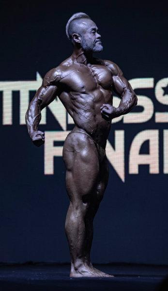 머슬시니어 부문 1위를 차지한 김석 선수. 55세라는 나이가 믿기지 않는다.