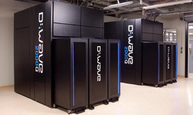 2011년 캐나다 디웨이브시스템스가 개발한 양자컴퓨터 '디웨이브원(D-Wave One). 양자 프로세서가 열에 교란받지 않게 하려면 절대온도 0.015도(-273.13℃)의 극저온을 유지해야 한다. 이에 사용할 냉각장치를 설치해야 하므로 양자컴퓨터 한 대 크기는 웬만한 방만 하다. [디웨이브시스템즈]