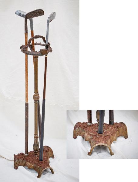 실내에서 퍼팅 연습을 할 수 있도록 만든 장비. 재떨이를 겸한다. 퍼터 스탠드 아래로 퍼팅 연습을 할 수 있는 3개의 구멍이 있다. 청동으로 만들어진 19세기 제품이다.