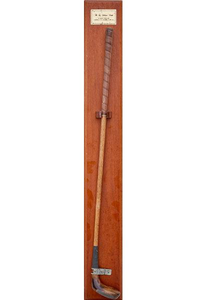 19세기 초반 제작된 롱 노즈 퍼터. 퍼터 부분이 긴 코처럼 생겼다고 해서 붙은 명칭으로, 정식 이름은 'The St. Andrews Putter'다.