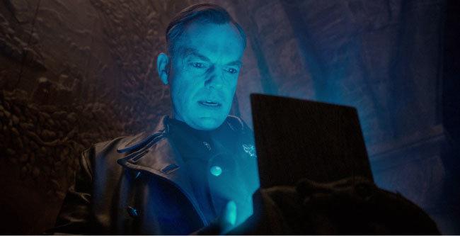 영화 '캡틴 아메리카-퍼스트 어벤져'(2012)에서 오딘의 보물 테서랙트를 발견하는 슈미트. [ⓒMarvel]