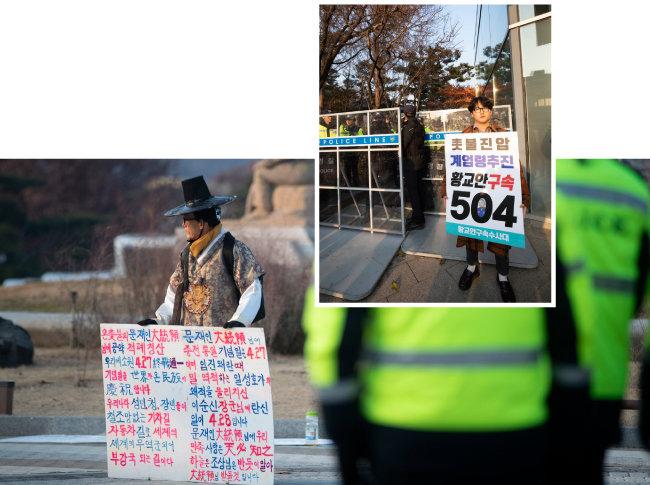 노인과 청년이 청와대 사랑채 앞에서 다른 행색을 한 채 사뭇 간극이 큰 구호를 내걸고 1인 시위를 하고 있다.