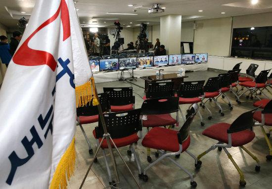 2016년 4월 13일, 새누리당이 총선에서 패배했다는 결과가 나온 뒤 서울 여의도 당사가 텅 빈 모습. [전영한 동아일보 기자]