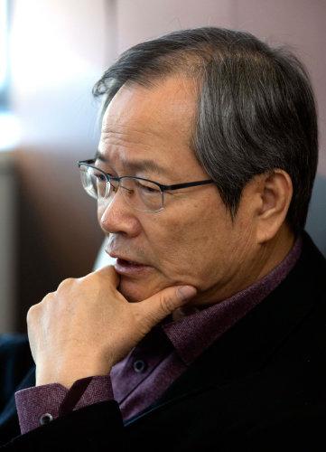 """천영우 한반도미래포럼 이사장은 """"한국당은 대한민국을 위해 지금 할 일이 무엇인지는 논의하지 않는다""""고 했다. [박해윤 기자]"""