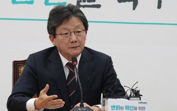 2019년 11월 7일 유승민 의원이 서울 여의도 국회에서 자유한국당과의 통합과 관련해 답변하고 있다. [안철민 동아일보 기자]
