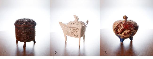 1 향로 몸체에 송(松)·죽(竹)·매(梅), 뚜껑에 난(蘭)·국(菊)을 새긴 적동삼족향로.  2 섬세한 투각 조각 기법을 보여주는 백자투각삼족향로.  3 용이 여의주를 물고 승천하는 모습을 표현한 운용삼족향로