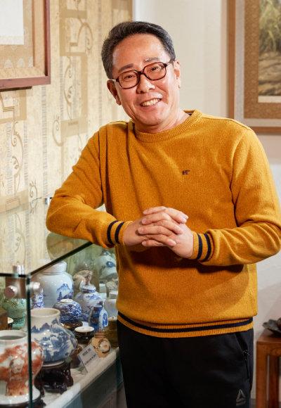 심수택 호기호기 갤러리 관장 1984년 수집가의 길에 들어선 후 30여 년간 국내외 고미술품을 모아왔다. 경기 양평군에서 소장품을 전시하는 호기호기갤러리를 운영하고 있다.