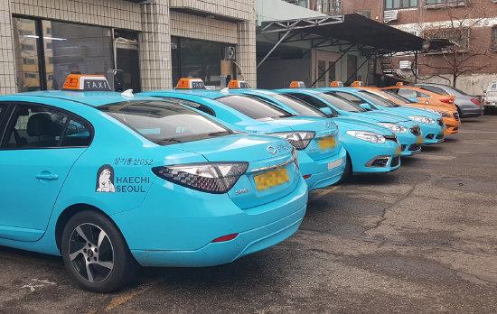 서울 양천구 삼기통산 차고지에 전기택시가 줄지어 늘어서 있다. [최진렬 인턴기자]