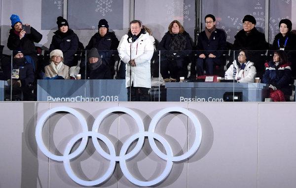 문재인 대통령이 2018년 2월 9일 강원 평창 군 올림픽스타디움에서 열린 2018 평창 동계올림픽 개회식에서 개회를 선언하고 있다. [청와대사진기자단]
