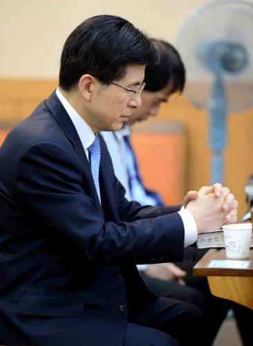 2015년 5월 24일 황교안 당시 국무총리 후보자가 서울 양천구 목동 성일교회를 찾아 예배를 보고 있다. [동아DB]