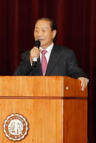 1월 13일 경북 경주시에서 열린 '에밀레종은 울고 있다' 출판기념회에 참석한 김일윤 전 의원. [김형우 기자]