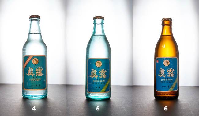 4 1980년대 진로. 상표가 파란색으로 바뀌었다. 5 1980년대 후반 진로. 병 모양이 변화됐다. 6 1980년대 진로. 지금은 생소한 갈색 병을 사용했다.