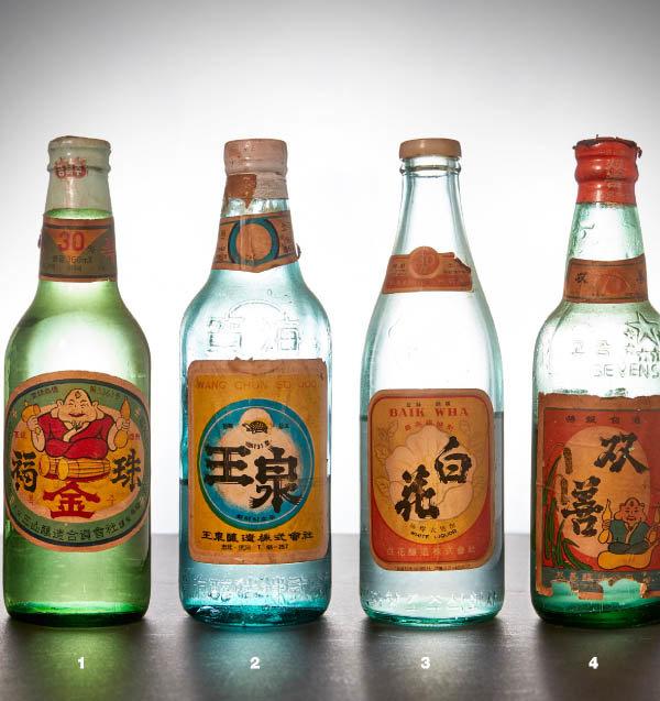 1 1970년대 금복주. 알코올 도수가 30도다. 2 1970년대 충북의 왕천. 3 1970년대 전북의 백화. 4 1970년대 전북의 쌍선.