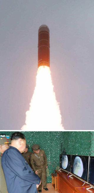 """노동신문은 지난해 10월 3일 """"어제 오전 동해 원산만 수역에서 새형의 잠수함탄도탄(SLBM) '북극성-3'형 시험발사를 성공적으로 진행했다""""고 보도했다. [노동신문]"""