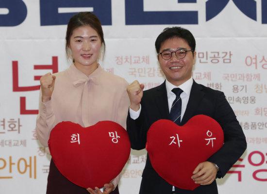 자유한국당이 영입한 김은희(왼쪽) 씨와 지성호 씨. [뉴시스]
