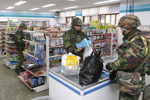 인천 옹진군 연평도 군 부대에 입점한 GS25. [김재명 동아일보 기자]