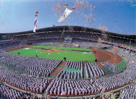 1992년 8월 25일 서울올림픽주경기장에서 열린 3만 쌍 국제합동축복식.