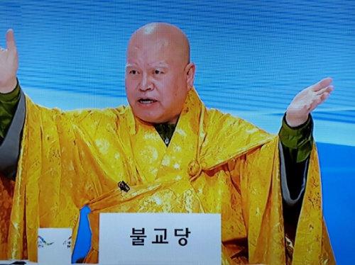 그린불교연합당은 부처님의 자비와 광명으로 중생을 구제해야 한다고 설교한다(MBC 뉴스 캡처).