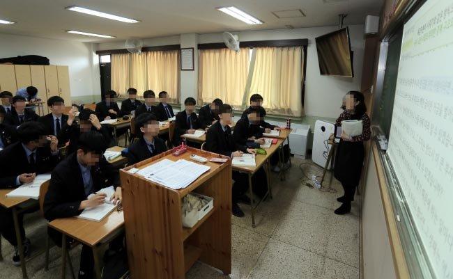 2018년 현재 사립고등학교 기간제교사 비율은 23.18%로 교사 4명 중 1명이 기간제교사다. [박영철 동아일보 기자]