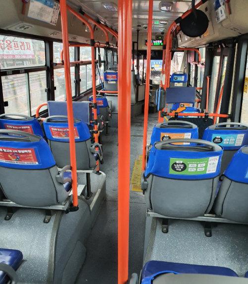 대구 지역 시내버스는 대부분 빈 상태로 운행된다. 승객이 5명 이상인 버스를 보기 힘들 정도다. [영남일보 제공]