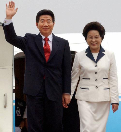 2003년 7월 8일 중국을 방문한  노무현 전 대통령 부부. [박경모 동아일보 기자]