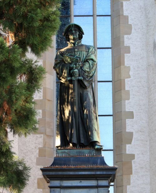 츠빙글리 동상.