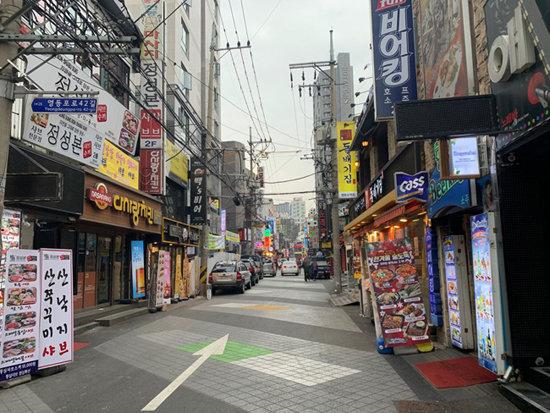 3월 26일 서울지하철 1호선 영등포역 인근 먹자골목이 한산하다. [문영훈 기자]