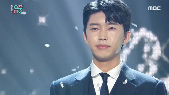 4월 4일 MBC 음악 방송 '쇼! 음악중심'에서 신곡 '이제 나를 믿어요'를 첫 공개한 '미스터트롯' 우승자 임영웅. [MBC 제공]