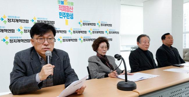 3월 10일 하승수 당시 정치개혁연합(정개련) 집행위원장이 서울 종로구 정개련 사무실에서 선거연합정당 기조와 창당 일정 등에 대해 설명하고 있다. [뉴스1]