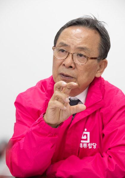 국민채 계획을 입안한 신세돈 숙명여대 경제학부 명예교수. [사진 박해윤 기자]