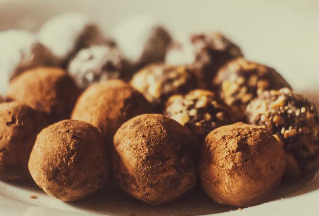 트러플 모양으로 만든 트러플 초콜릿.