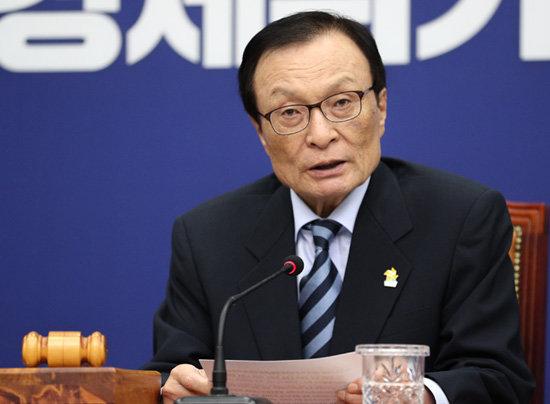 이해찬 더불어민주당 대표가 5월 13일 서울 여의도 국회에서 열린 최고위원회의에서 모두발언을 하고 있다. [뉴스1]