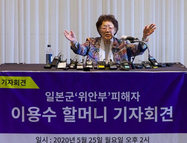 일본군 위안부 피해자 이용수 할머니가 5월 25일 대구 인터불고호텔에서 열린 기자회견에서 윤미향 더불어민주당 당선자와 정의기억연대(옛 정대협)에 대한 생각을 밝히고 있다. [지호영 기자]