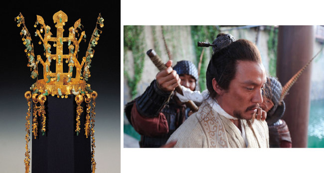사슴뿔 형태를 띠고 있는 신라 금관(왼쪽)과 영화 '초한지'에서 토사구팽당하는 한신의 모습. [국립중앙박물관, Stellar Megamedia 배급사]