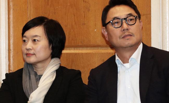 지난해 11월 13일 서울 여의도 켄싱턴호텔에서 열린 인터넷기업 현장소통 간담회에서 한성숙(왼쪽) 네이버 대표와 여민수 카카오 공동대표가 생각에 잠겨 있다. [뉴스1]