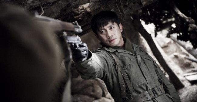 영화 '고지전'에서 최후의 생존자 강은표 역을 맡은 배우 신하균. [쇼박스 미디어플렉스 제공]