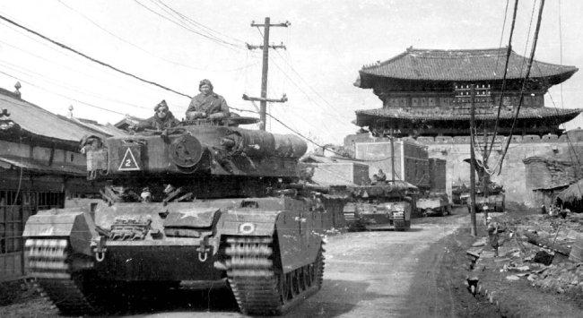 6·25전쟁 중 수원에서 북진하는  유엔군 탱크부대.  [동아DB]