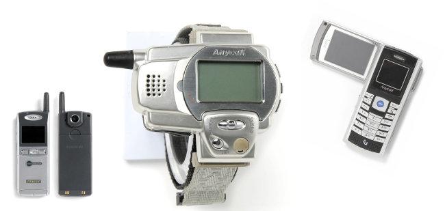 35만 화소 디지털 카메라가 달려 있는 최초의 카메라폰 SCH-V200. 삼성이 2000년 개발했다(왼쪽부터).  웨어러블 폰의 효시로 불리는 삼성 SPH-WP10. 1999년 개발됐으며 손목시계 형태로 돼 있다.  2005년 출시된 최초의 DMB 휴대전화 삼성 SCH-B100.