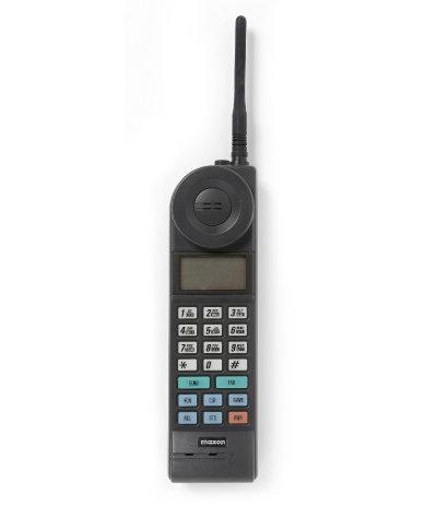 1989년 국내 최초로 영국에 수출한 아날로그 폰인 맥슨전자의 EPC-590E.