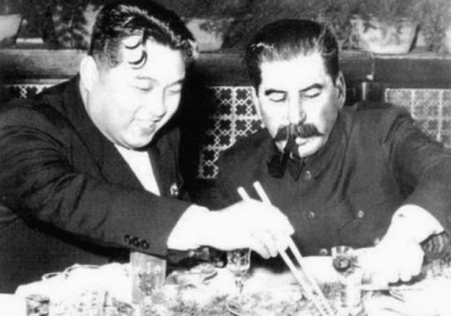 1950년 김일성과 이오시프 스탈린이 모스크바에서 대화하고 있다. [Enemy in the Mirror 홈페이지]