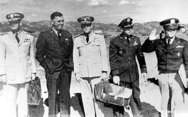 1951년 7월 휴전회담에 참석한 유엔군 대표들. [동아DB]