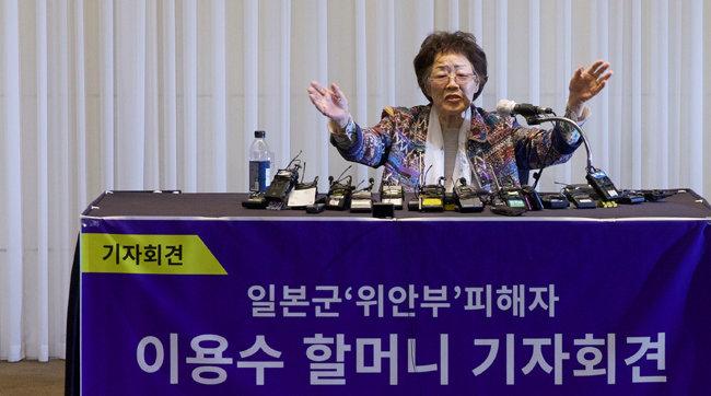 정의연 후원금 유용 의혹을 폭로한 일본군 위안부 피해자 이용수 할머니 가 5월 25일 대구 수성구 만촌동 인터불고 호텔에서 기자회견을 하고 있다. [지호영 기자]
