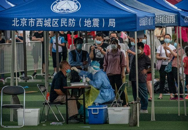 검사 받는 베이징 시민들.