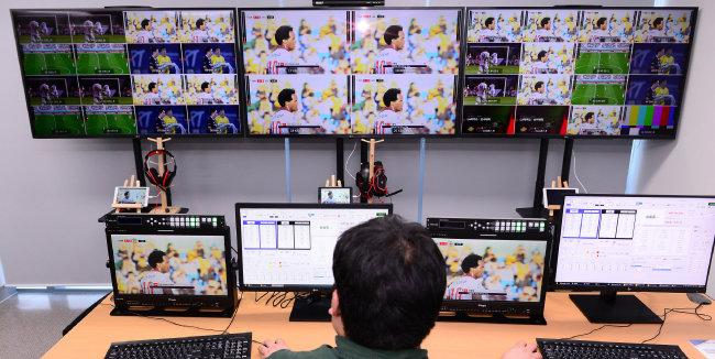 3월 3일 서울 강서구 마곡동 K리그 미디어센터에서 K리그의 전 경기를 동시 모니터링 및 관리하는 시스템인 'K리그 미디어센터' 구축 기념 행사가 열렸다. [동아DB]