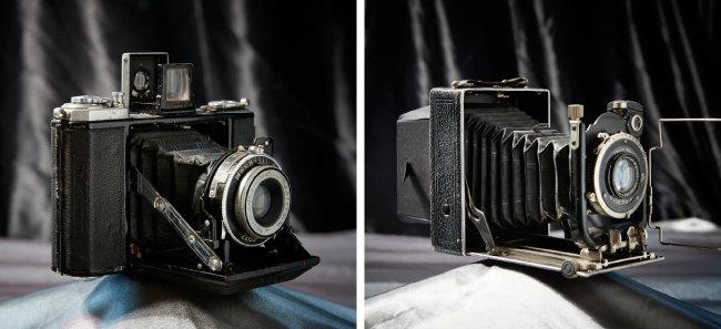 Zeiss Ikon Nettar 515/16 1937년 출시된 6x6cm 필름 포맷 카메라. 렌즈와 파인더를 접을 수 있고 롤 필름을 사용해 휴대성을 높였다(왼쪽). F.Deckel Munchen COMPUR 1930년대 독일에서 생산된 접이식 카메라.