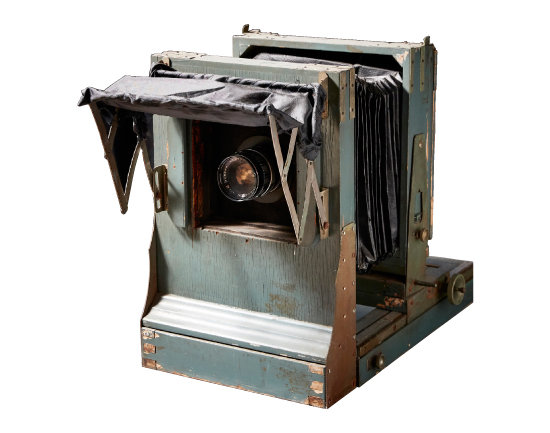 산 카메라 1954년 대동공업사에서 제작한 외부 출사용 목재 카메라. 4x5 inch 필름을 사용한다.