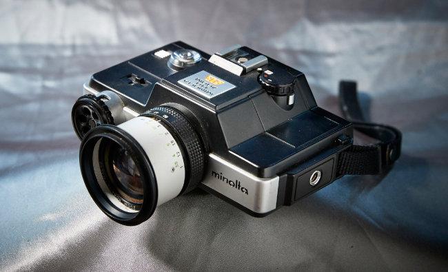 minolta 110 zoom SLR 1976년 출시된 카메라. 일반 필름의 절반 정도 사이즈인 110필름을 사용한다. 날렵한 외형과 작은 크기, 줌렌즈까지 장착된 SLR카메라로 큰 인기를 모았다.
