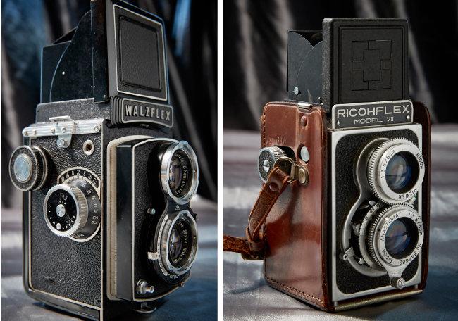 WALZFLEX 1952년 출시된 TLR(이안 반사식) 카메라. 당시 일본에서 TLR 카메라가 유행해 많은 브랜드가 이 종류의 카메라를 출시했다(왼쪽). RICOHFLEX 모델 7 1950년대 일본에서 큰 인기를 얻은 카메라. 리코사에서 1954년 출시한 TLR카메라다.